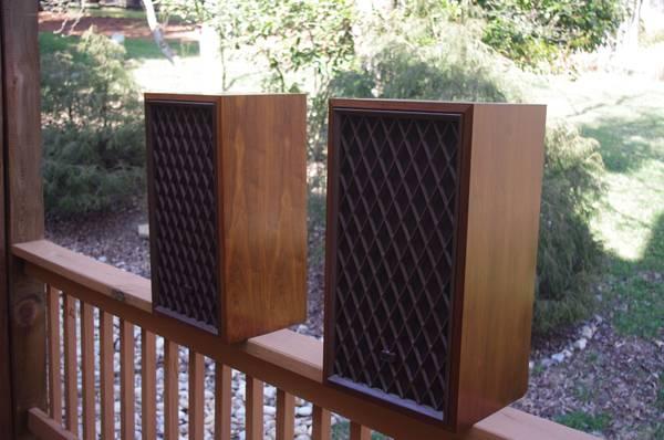 Vintage Realistic Stereo Speakers