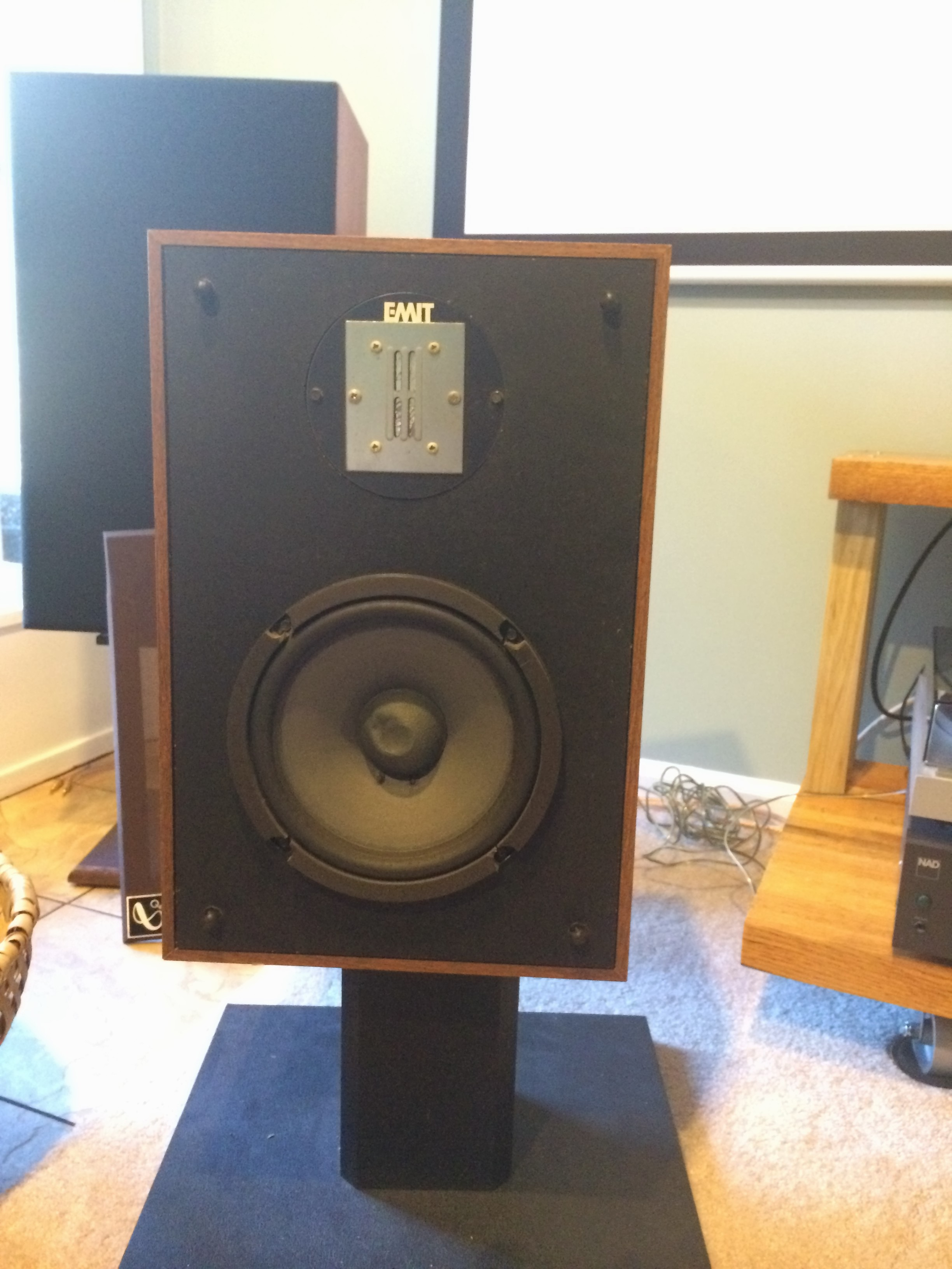 infinity qa speakers. infinity qe on the stand for demo. note woofer cone this one is qa speakers